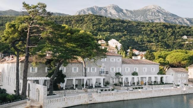 Lazure Hotel